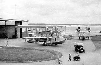 White apron singapore - In April 1941 When 205sdn Received Its First Catalina Some Of The Remaining Singapores Were Tranferd To Rnzaf And By October The Last Singapore Had Been